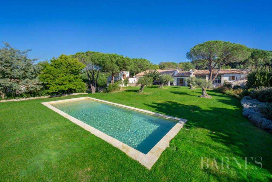 SAINT TROPEZ - CHARACTER VILLA LOCATED IN A SOUGHT AFTER AREA picture 16