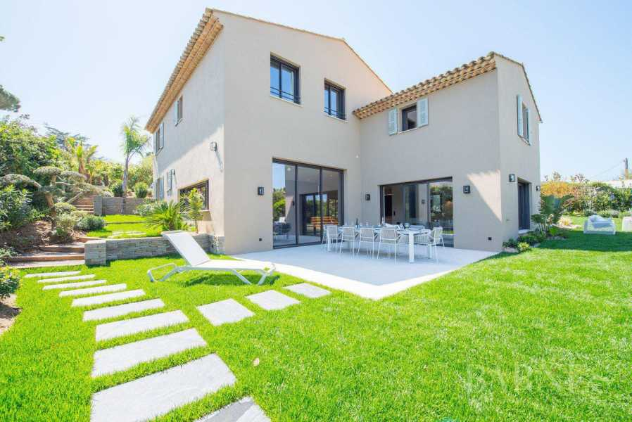 SAINT-TROPEZ - Sole Agent - Beautiful new villa with pool, quiet and walk to the village picture 19