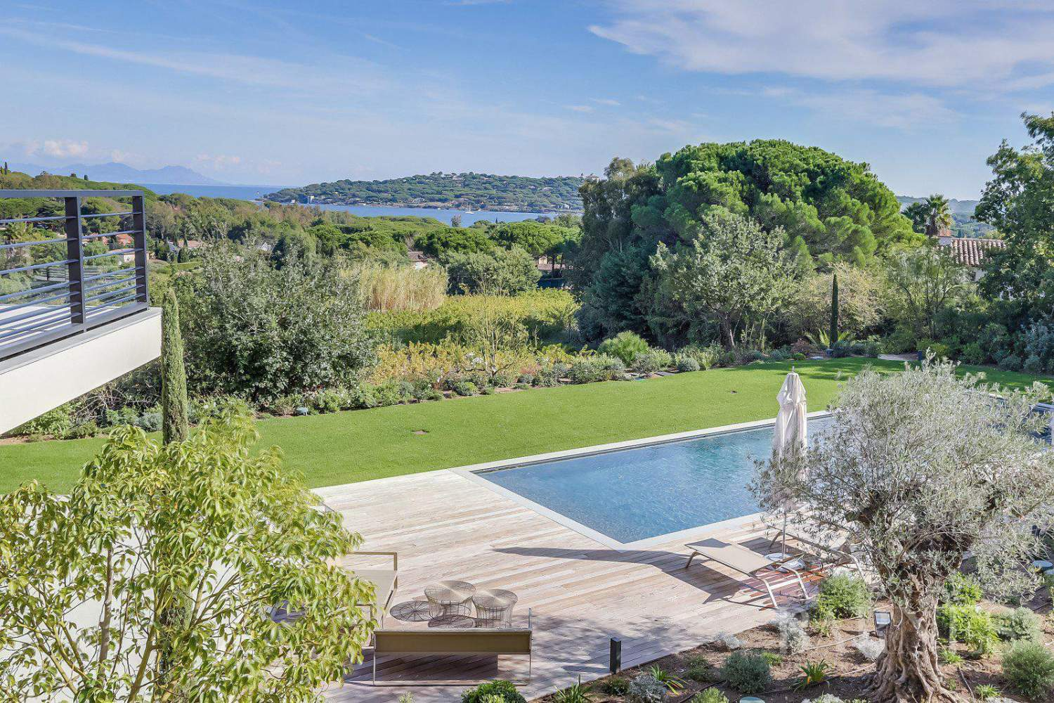 SAINT-TROPEZ -  Belle Villa contemporaine avec vue mer picture 5