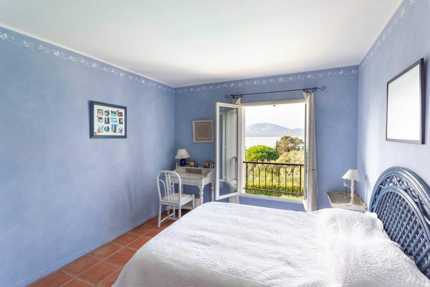 GASSIN - PANORAMIC VIEW SEA AND VILLAGE SAINT-TROPEZ picture 13