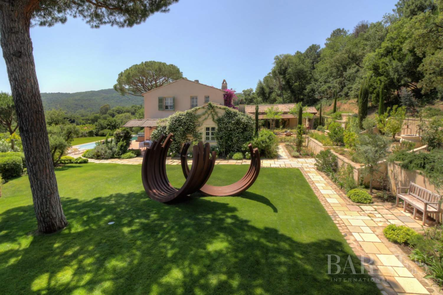 GASSIN - Fabulous 6 bedrooms villa set among the vines picture 3