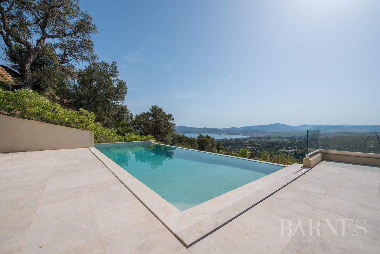 grimaud villa neuve avec vue mer sur le golfe de saint tropez ventes immobili res de. Black Bedroom Furniture Sets. Home Design Ideas