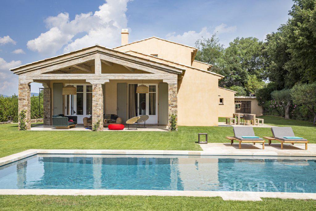 SAINT-TROPEZ - New house near the village picture 1