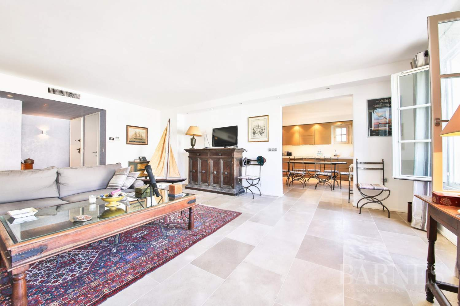 SAINT-TROPEZ - Modern apartment in the heart of village picture 1