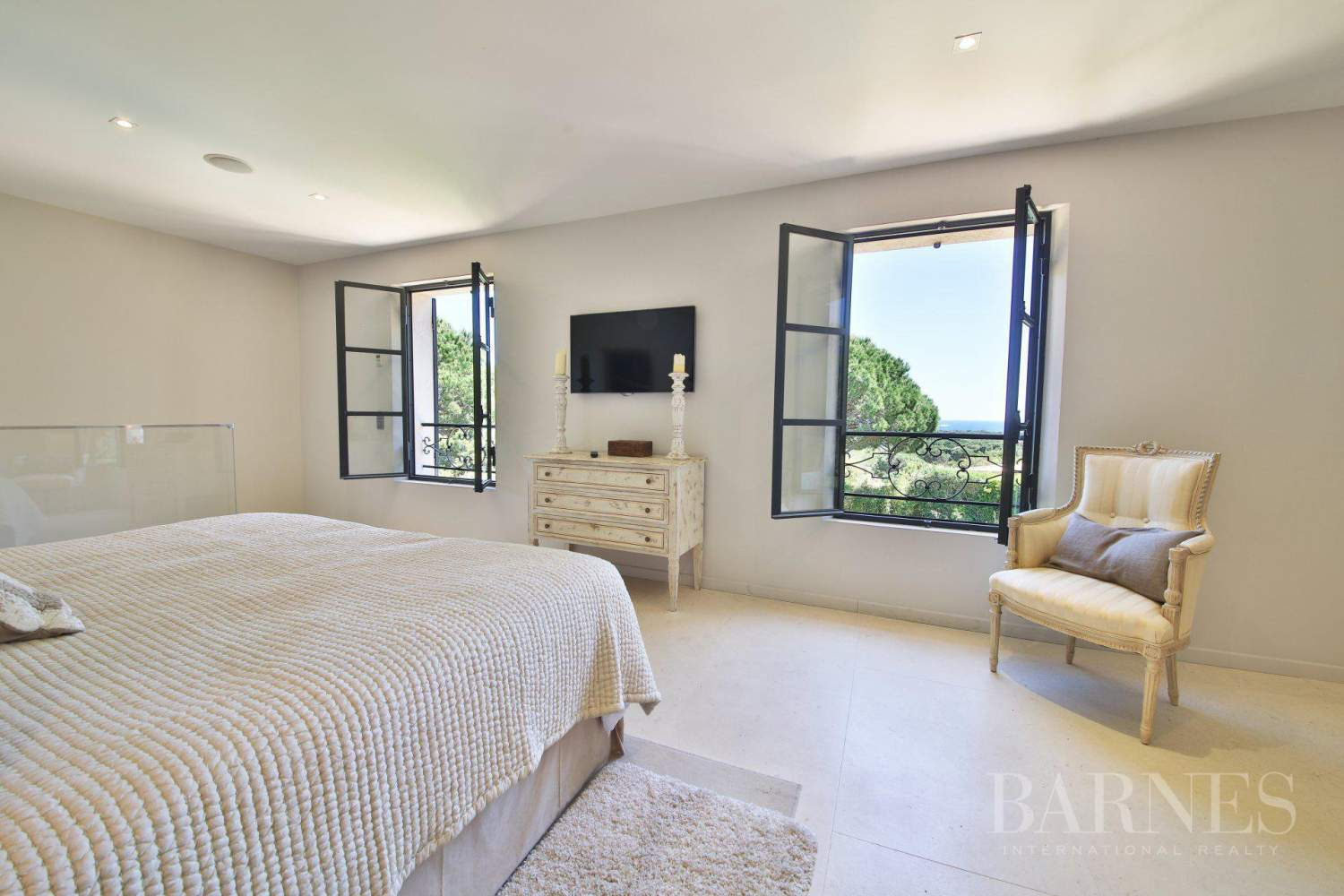 RAMATUELLE - Sea view - 6 bedrooms - Heated pool picture 13