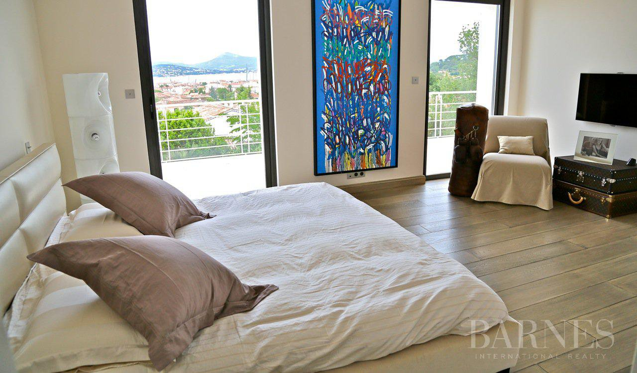 SAINT TROPEZ - Walking distance to the village, rare, calm, see view, luxurious service picture 16