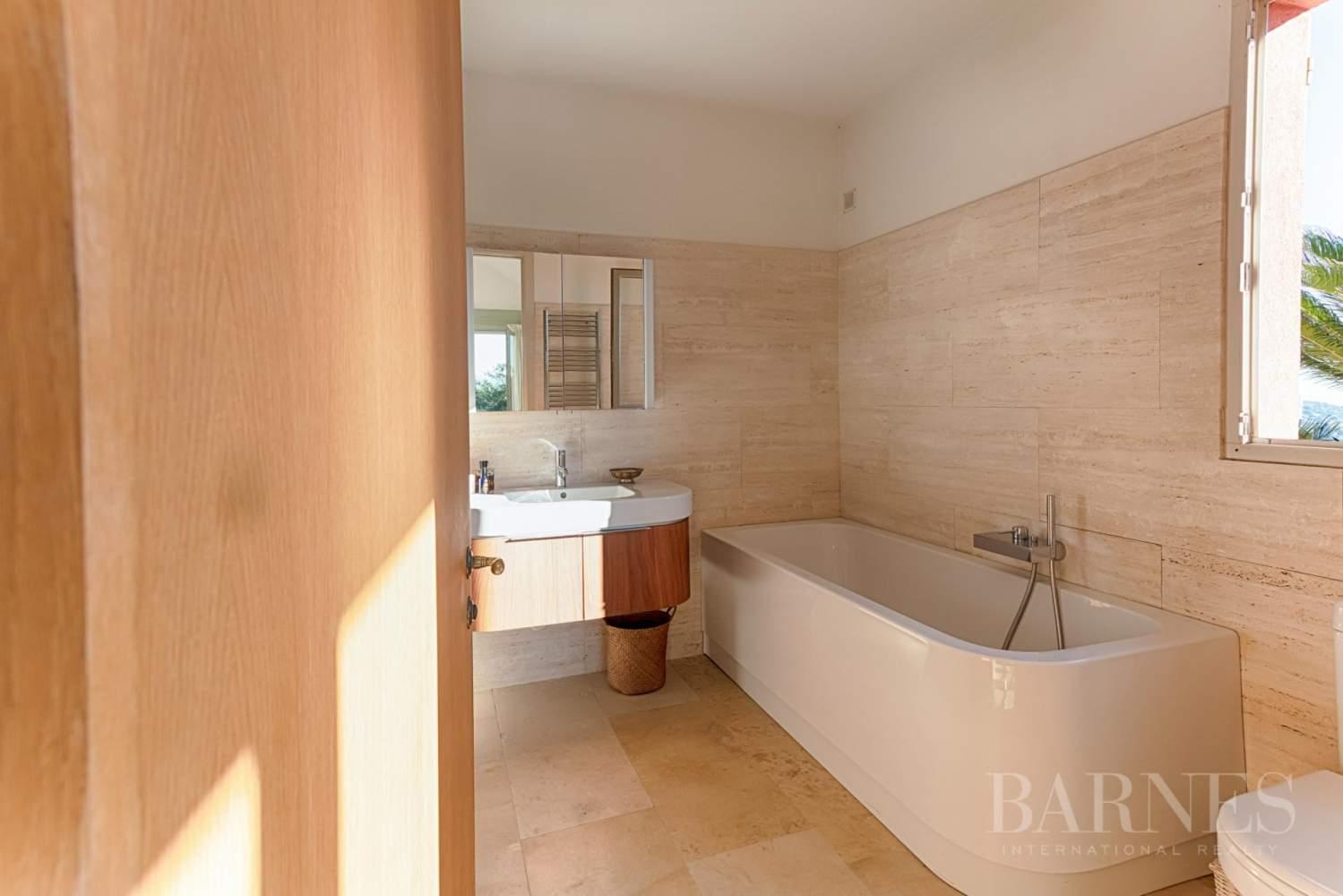GOLFE DE SAINT-TROPEZ - GRIMAUD- Belle villa contemporaine vue mer picture 9