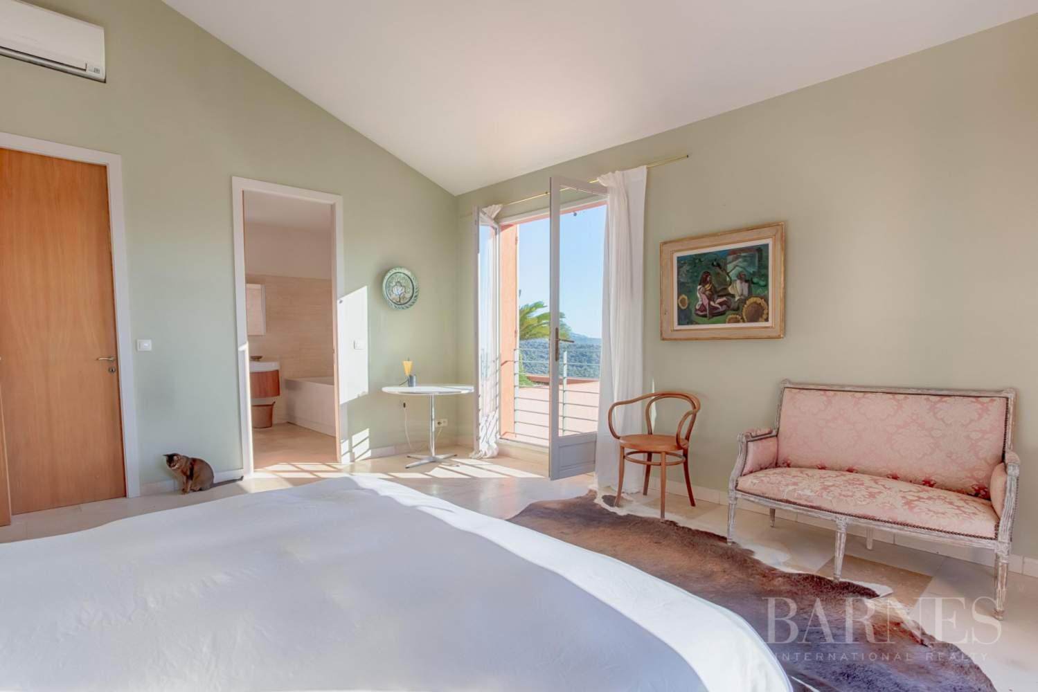 GOLFE DE SAINT-TROPEZ - GRIMAUD- Belle villa contemporaine vue mer picture 10