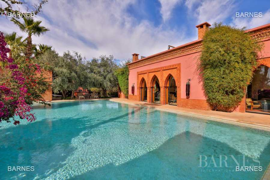 Magnificent villa with 2 swimming pools in the front line of the Golf Amelkis - Marrakech . Property sober Moroccan style and clean about 650 m², 4 suites ... picture 18