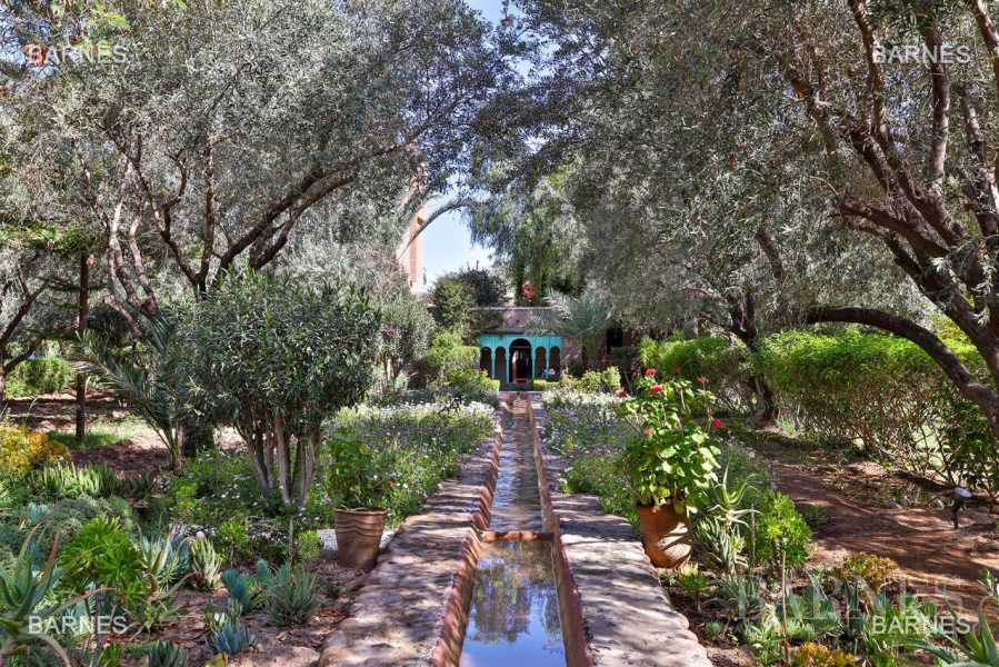 Very beautiful property of Moorish style with great opening implanted in an oasis of 2 hectares, combining comfort and style, 6 rooms and 2 swimming pool. picture 18