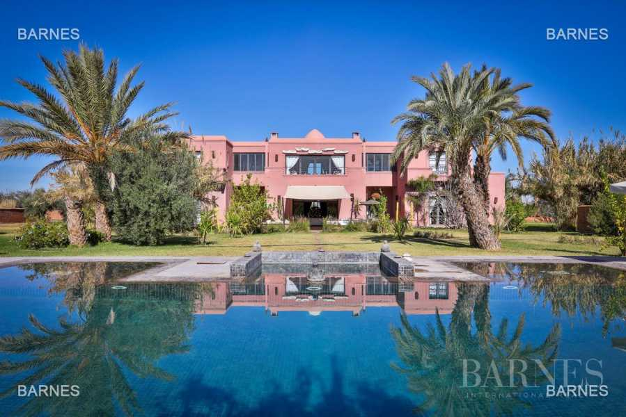 Luxurious contemporary villa located 15 minutes from downtown towards Fez picture 19