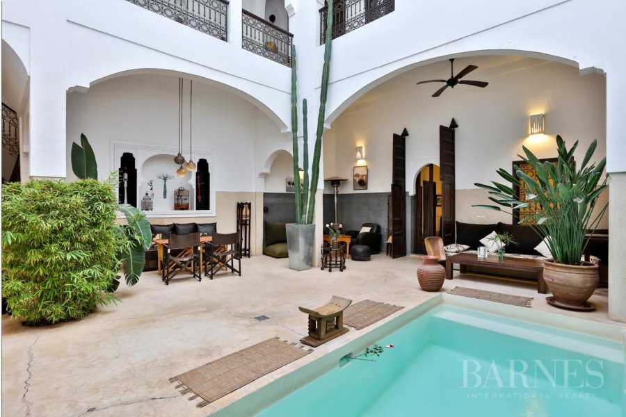 Riad Guest house, 5 bedrooms, 5 bathrooms, patio , large pool , waterfall wall , bhou , living room, dining room , fireplace, terrace picture 15