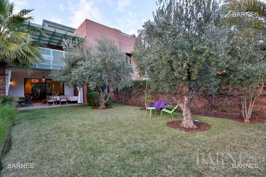 Charming terraced house with 4 bedrooms in secure domain 3km from the city center ... picture 19
