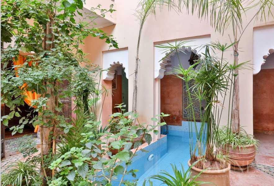 Riad guest house , pool patio , 7 bedrooms, 7 bathrooms , living room, dining room, terrace picture 12