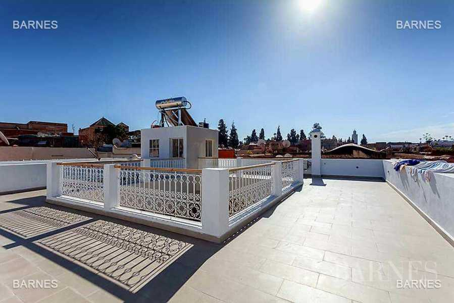 Riad neuf, construction récente, Bab Doukkala, 5 grandes chambres, 2 suites, 7 salles de bains, patio fontaine, salon cheminée, salle à manger, terrasse. Idéal pour maison d'hôtes. picture 14