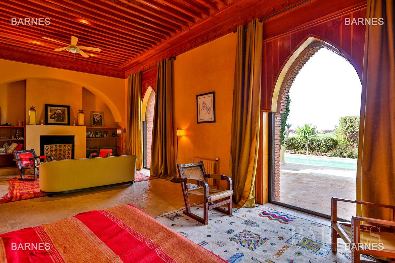 Magnificent villa with 2 swimming pools in the front line of the Golf Amelkis - Marrakech . Property sober Moroccan style and clean about 650 m², 4 suites ... picture 8