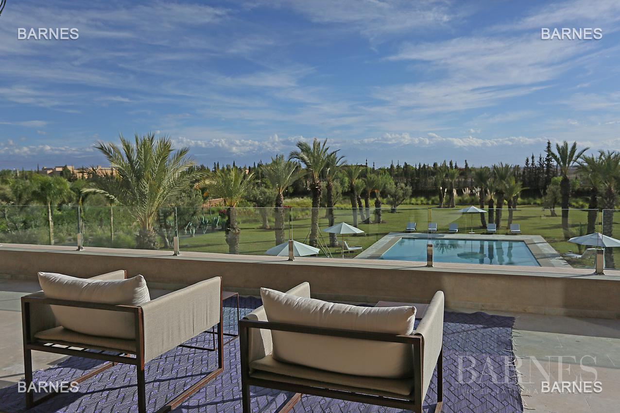 villa 10 minutes from downtown on a plot of 15 000 m² including 1500 m² of built area ... On the ground floor , entrance hall with Arabo -Andalusian fountain, guest cloakroom , living room, movie room picture 18