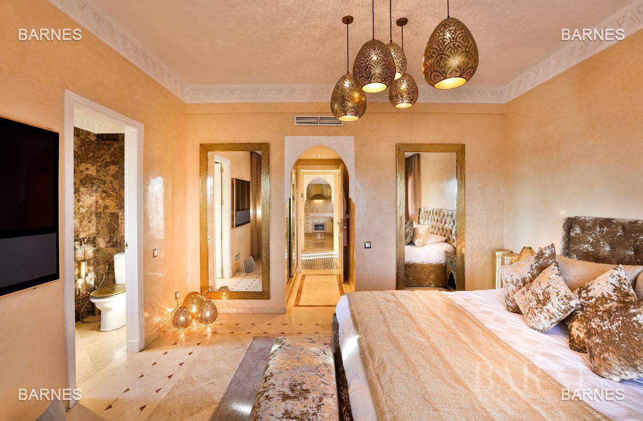 Sumptuous three bedrooms with private terrace. picture 6