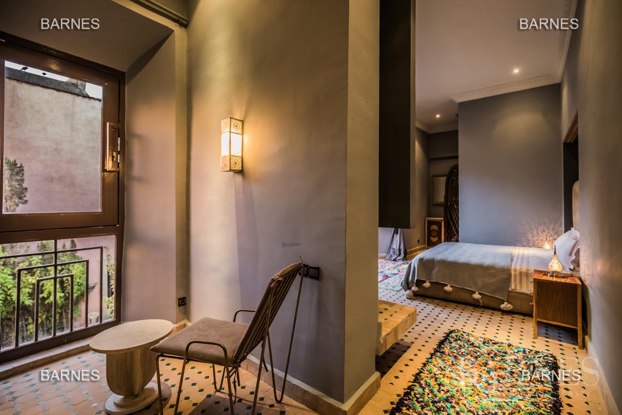 Maison d'hôtes, 1000 m² habitables, 526 m² au sol, 7 suites, 7 salles de bains, salon, salle à manger, terrasse, piscine / jacuzzi, hammam. picture 7