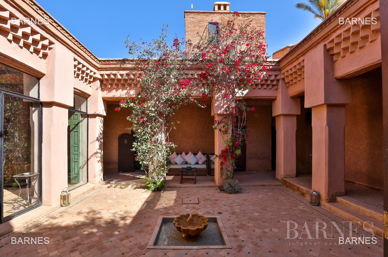 Very beautiful property of Moorish style with great opening implanted in an oasis of 2 hectares, combining comfort and style, 6 rooms and 2 swimming pool. picture 11
