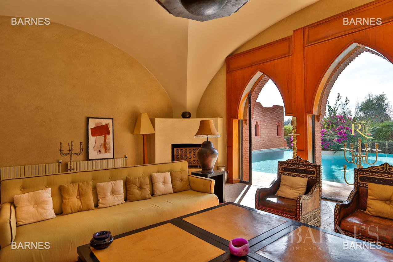 Magnificent villa with 2 swimming pools in the front line of the Golf Amelkis - Marrakech . Property sober Moroccan style and clean about 650 m², 4 suites ... picture 7
