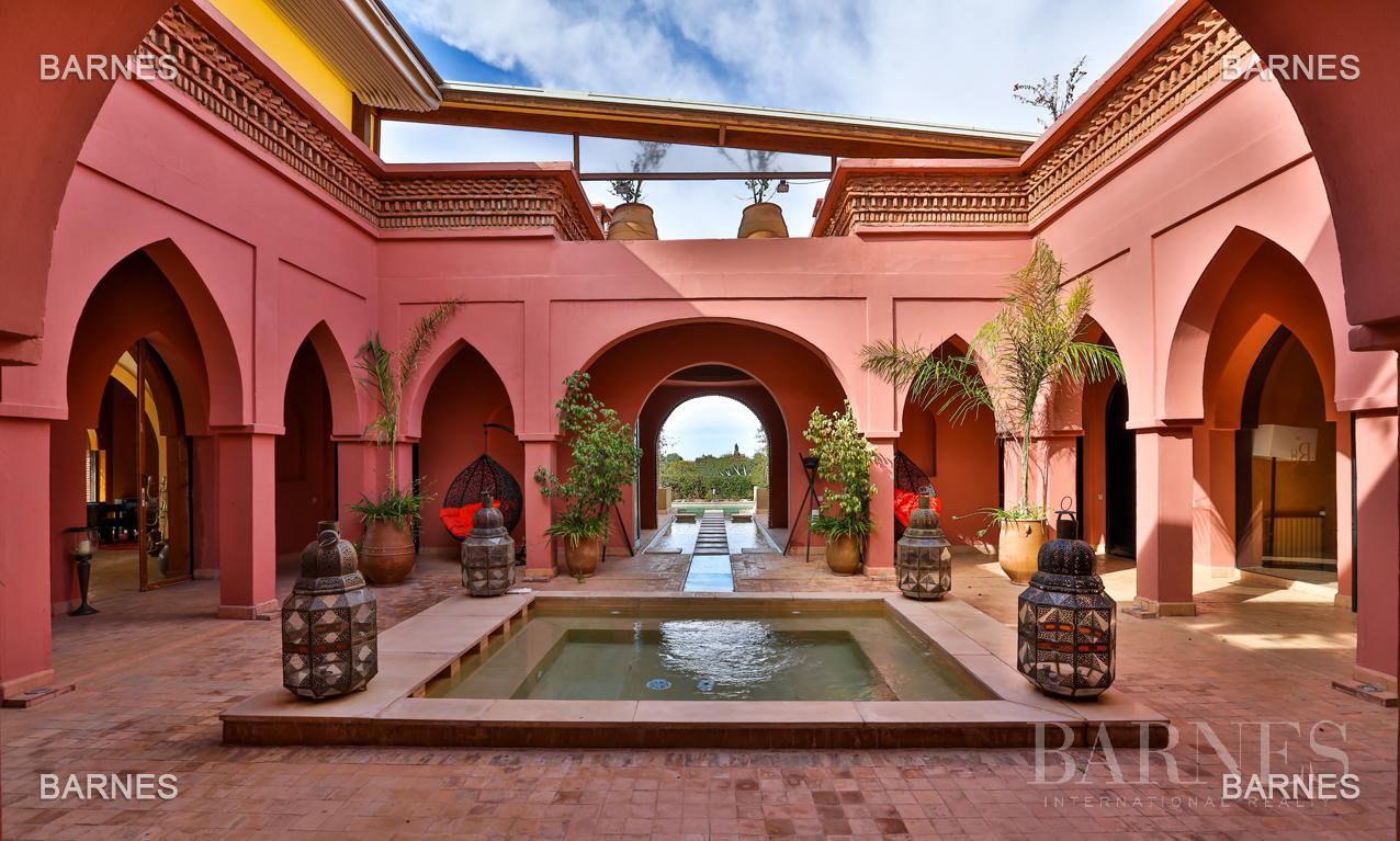 Magnificent villa with 2 swimming pools in the front line of the Golf Amelkis - Marrakech . Property sober Moroccan style and clean about 650 m², 4 suites ... picture 1