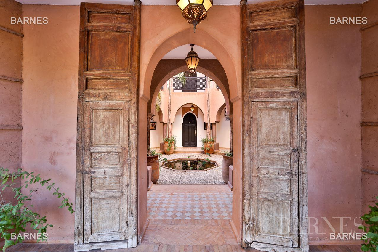 Tres Belle Property located in the Palmeraie on a well planted one hectare park. Villa Moroccan architectural style used in guest house , 12 bedrooms ... picture 16