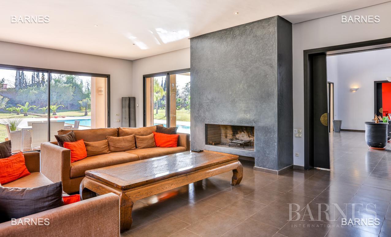 Villa contemporaine, 1 hectare, 700 m² habitables, 2 salons, 5 chambres, 5 salles de bains, piscine, terrasses. picture 1