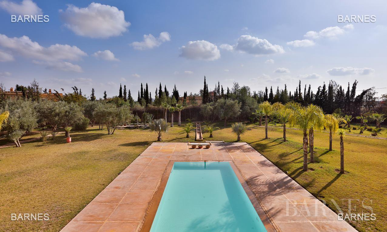 Villa contemporaine, 1 hectare, 700 m² habitables, 2 salons, 5 chambres, 5 salles de bains, piscine, terrasses. picture 8