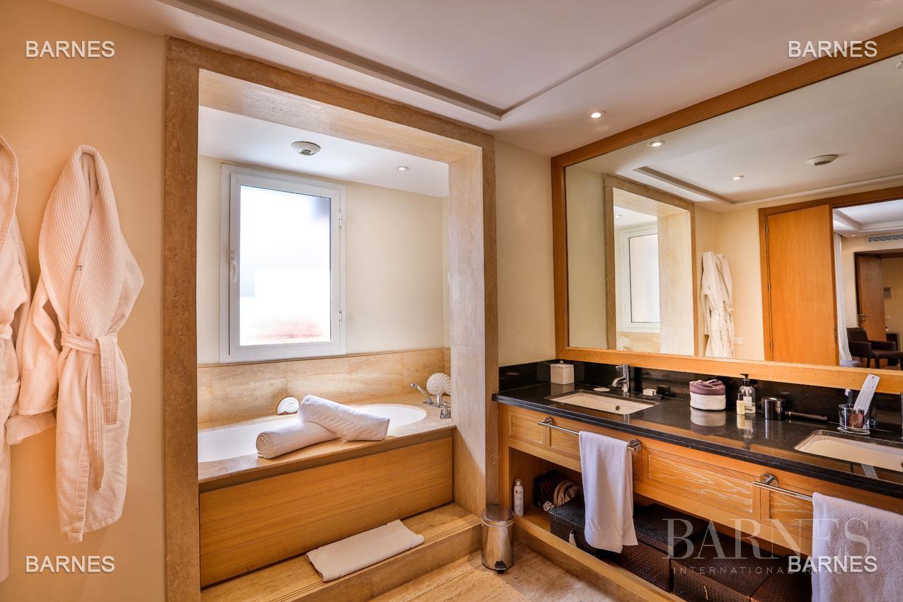Située entre Medina et Ville nouvelle , superbe villa type Ryad dans un Hotel 5 étoiles . picture 6
