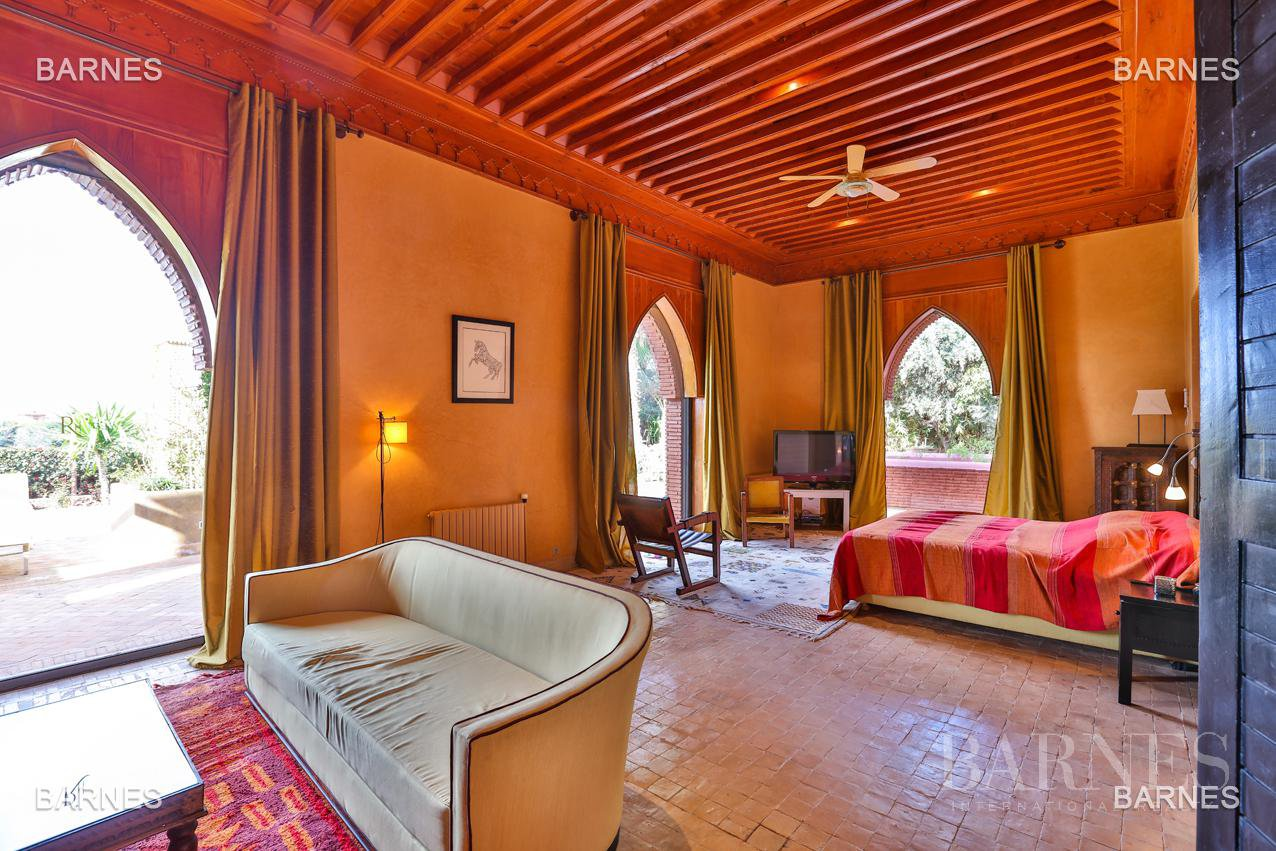 Magnificent villa with 2 swimming pools in the front line of the Golf Amelkis - Marrakech . Property sober Moroccan style and clean about 650 m², 4 suites ... picture 9