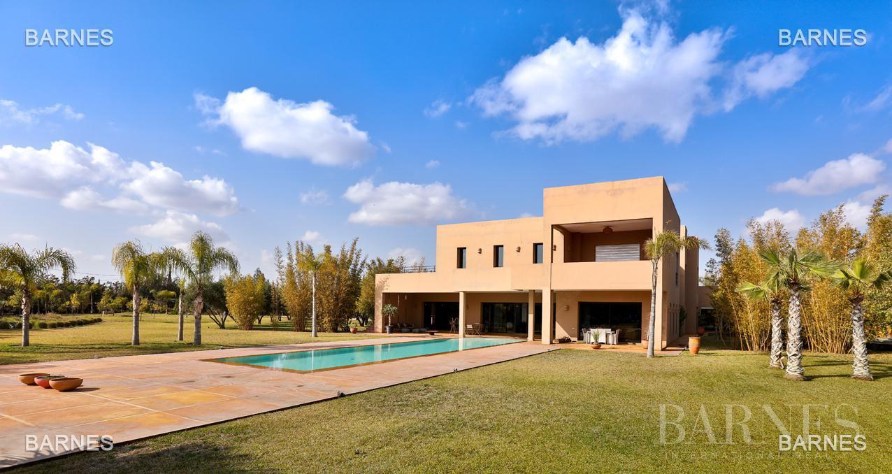 Villa contemporaine, 1 hectare, 700 m² habitables, 2 salons, 5 chambres, 5 salles de bains, piscine, terrasses. picture 15
