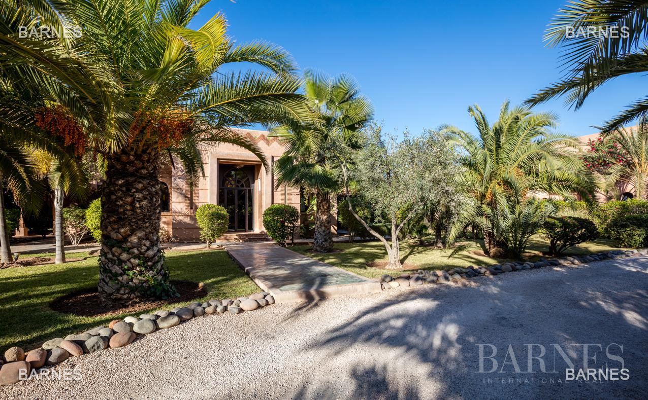 Tres Belle Property located in the Palmeraie on a well planted one hectare park. Villa Moroccan architectural style used in guest house , 12 bedrooms ... picture 2