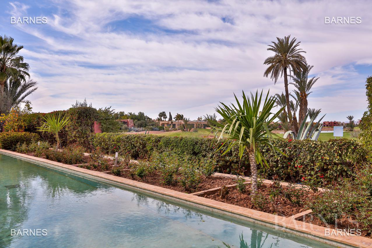 Magnificent villa with 2 swimming pools in the front line of the Golf Amelkis - Marrakech . Property sober Moroccan style and clean about 650 m², 4 suites ... picture 16