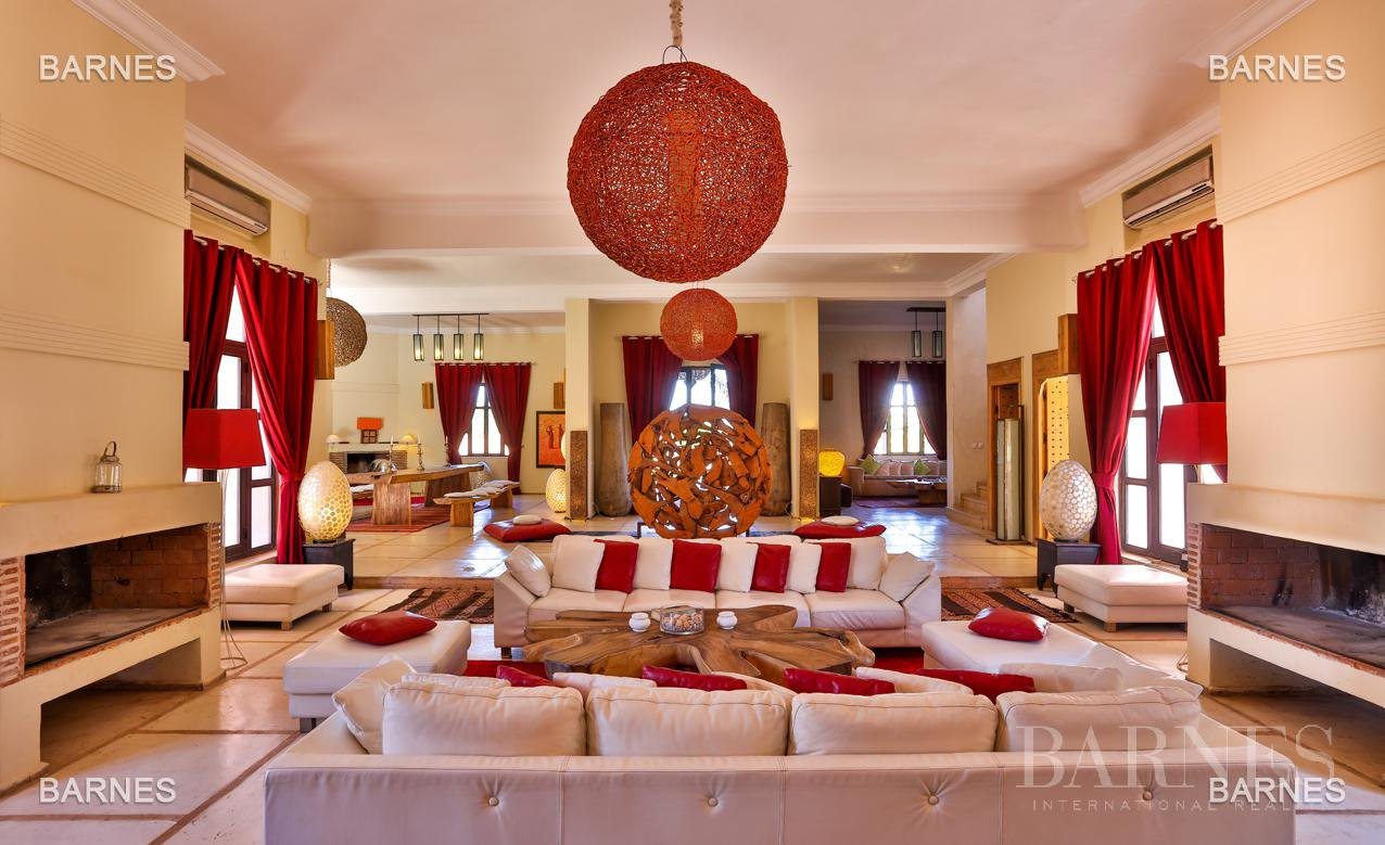 Luxurious contemporary villa located 15 minutes from downtown towards Fez picture 2