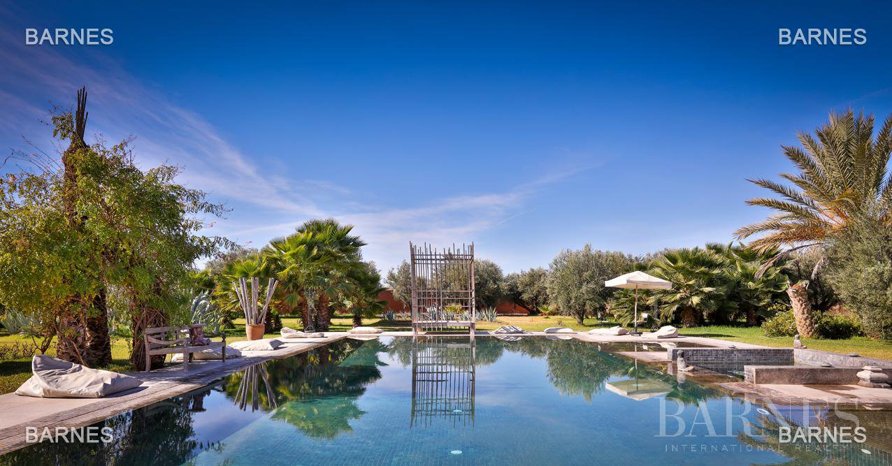 Luxurious contemporary villa located 15 minutes from downtown towards Fez picture 15