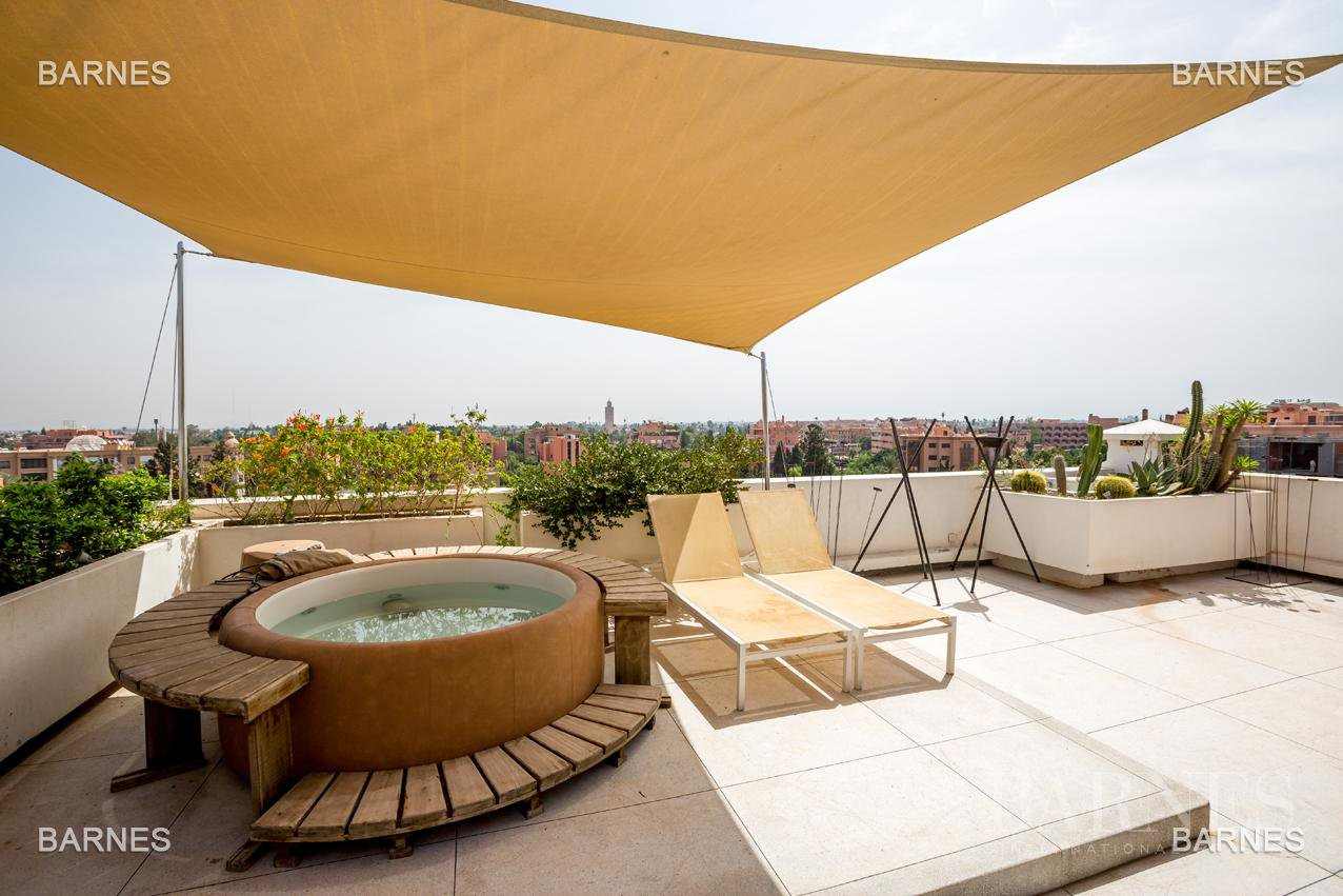 Unique in Marrakech, This magnificent 430m² Triplex in the hivernage seduce you with its size and sophistication. picture 11