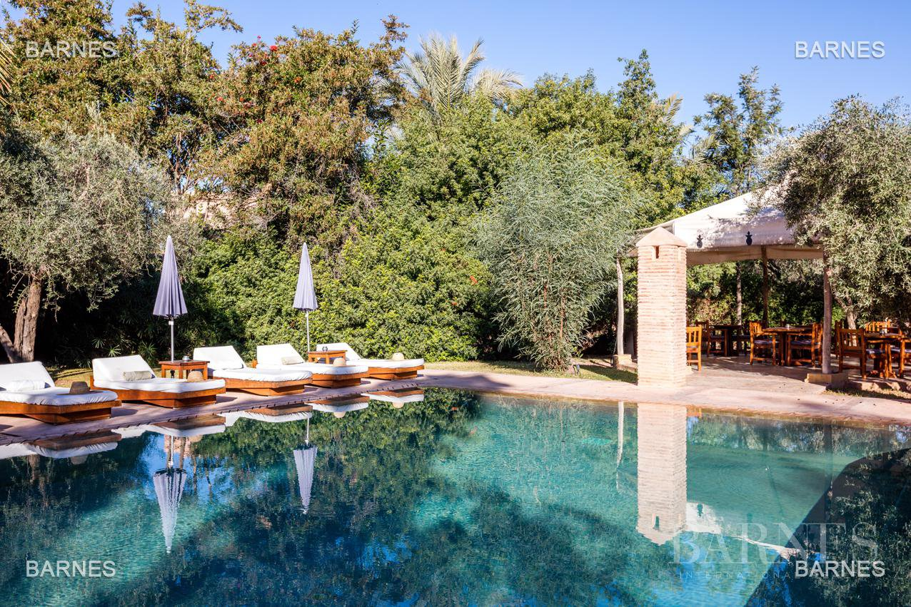 Tres Belle Property located in the Palmeraie on a well planted one hectare park. Villa Moroccan architectural style used in guest house , 12 bedrooms ... picture 5