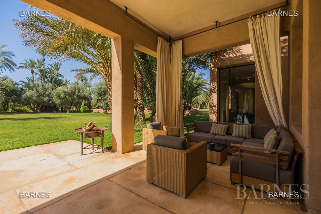 propriété de style contemporaine dans la palmeraie  de marrakech sur un parc de 3 hectares de palmier dattier picture 2