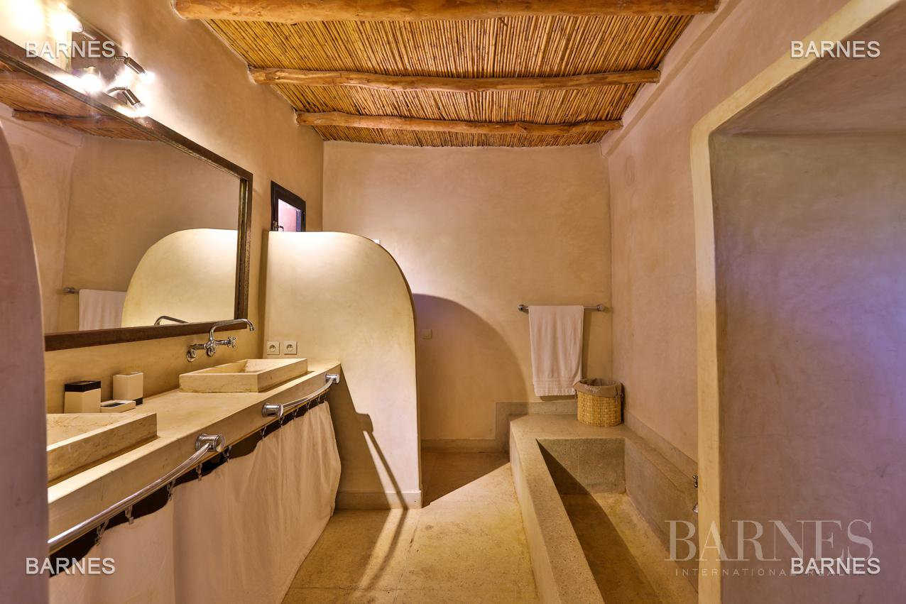 Luxurious contemporary villa located 15 minutes from downtown towards Fez picture 13