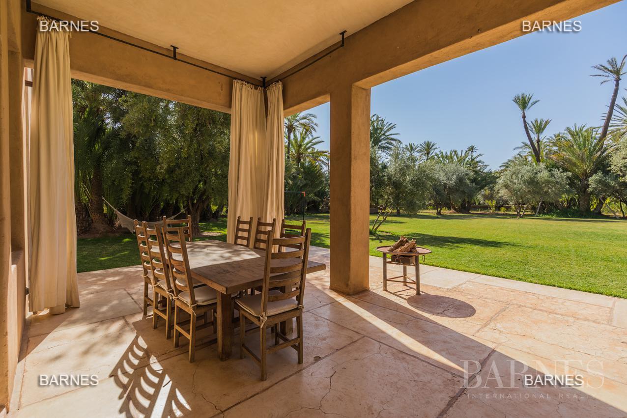 propriété de style contemporaine dans la palmeraie  de marrakech sur un parc de 3 hectares de palmier dattier picture 1