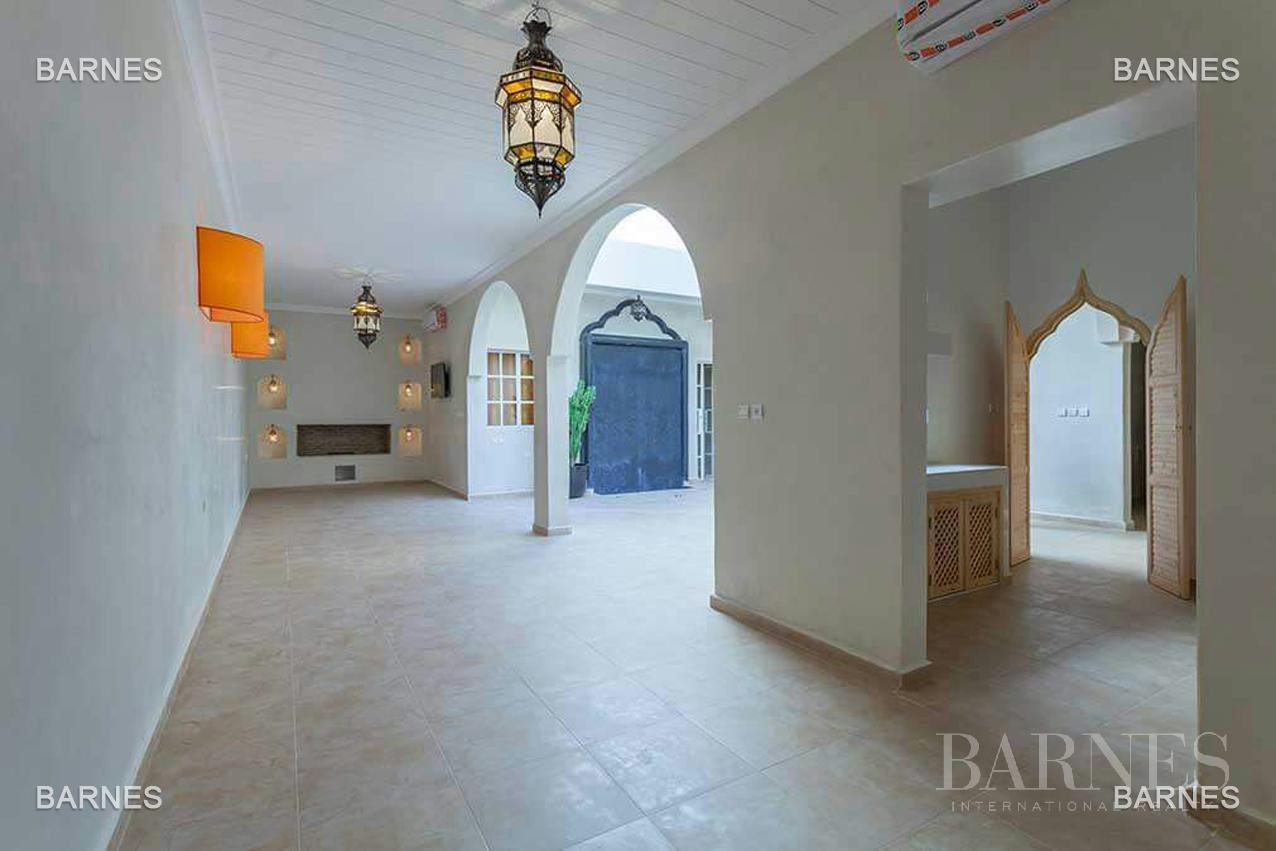 Riad new, new construction, Bab Doukkala, 5 large bedrooms, 2 suites, 7 bathrooms, patio fountain, living room fireplace, dining room, terrace. Ideal for guest house. picture 7