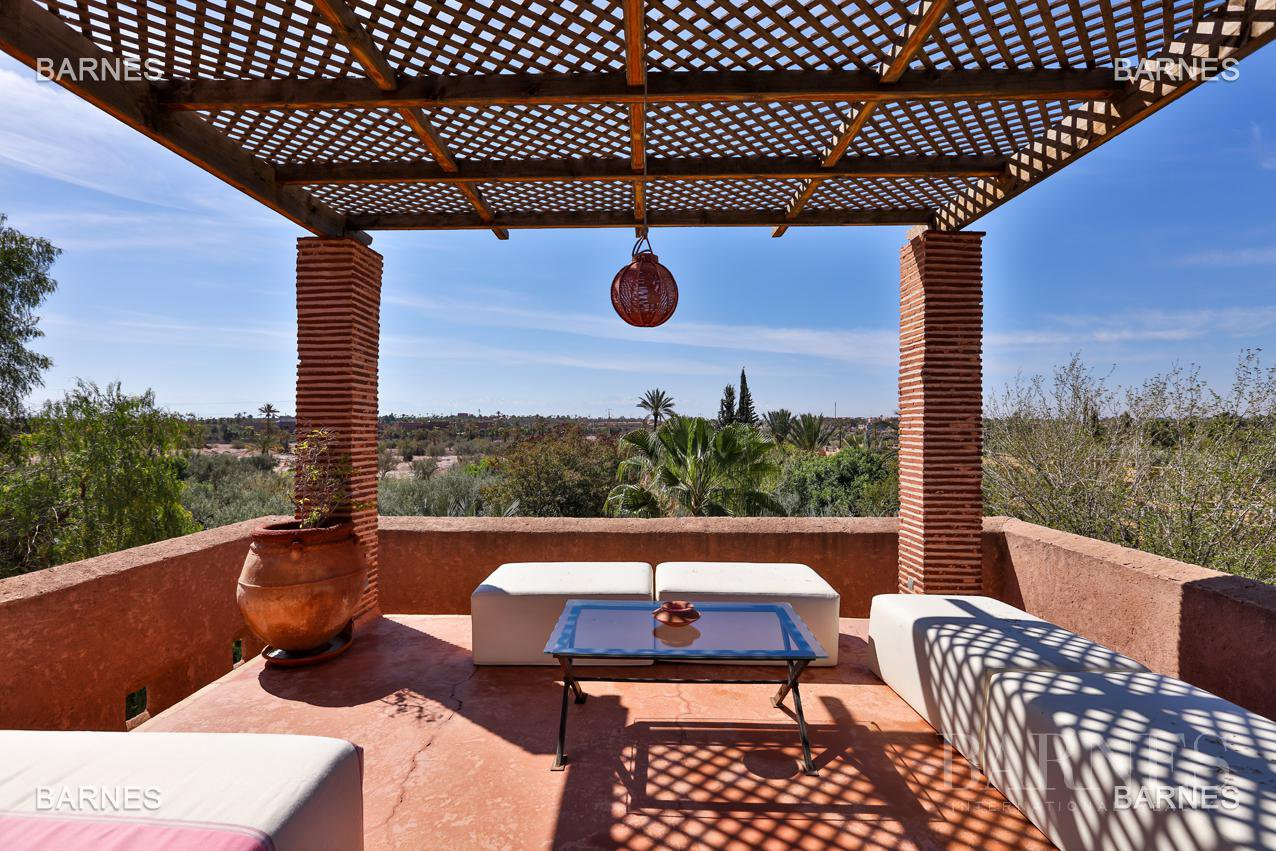 Very beautiful property of Moorish style with great opening implanted in an oasis of 2 hectares, combining comfort and style, 6 rooms and 2 swimming pool. picture 4