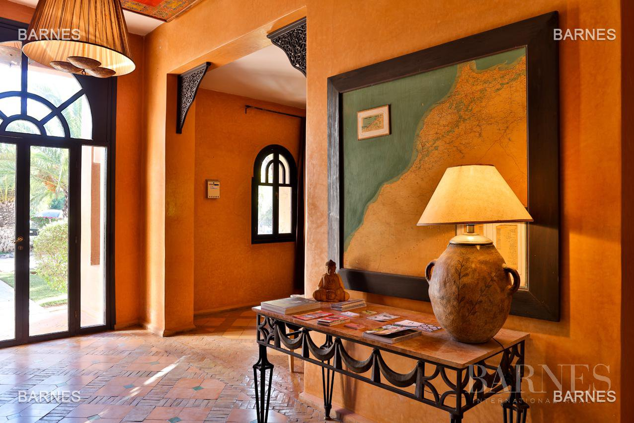 Tres Belle Property located in the Palmeraie on a well planted one hectare park. Villa Moroccan architectural style used in guest house , 12 bedrooms ... picture 11
