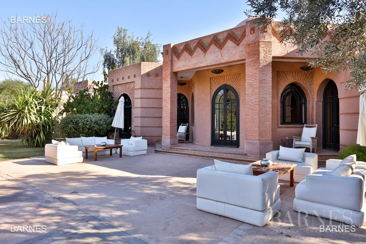 Tres Belle Property located in the Palmeraie on a well planted one hectare park. Villa Moroccan architectural style used in guest house , 12 bedrooms ... picture 4