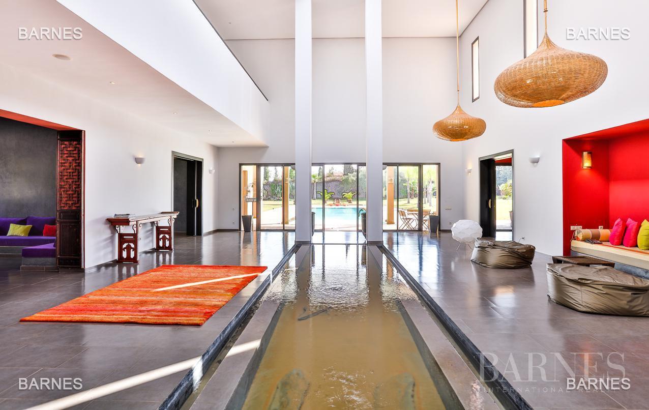 Villa contemporaine, 1 hectare, 700 m² habitables, 2 salons, 5 chambres, 5 salles de bains, piscine, terrasses. picture 4
