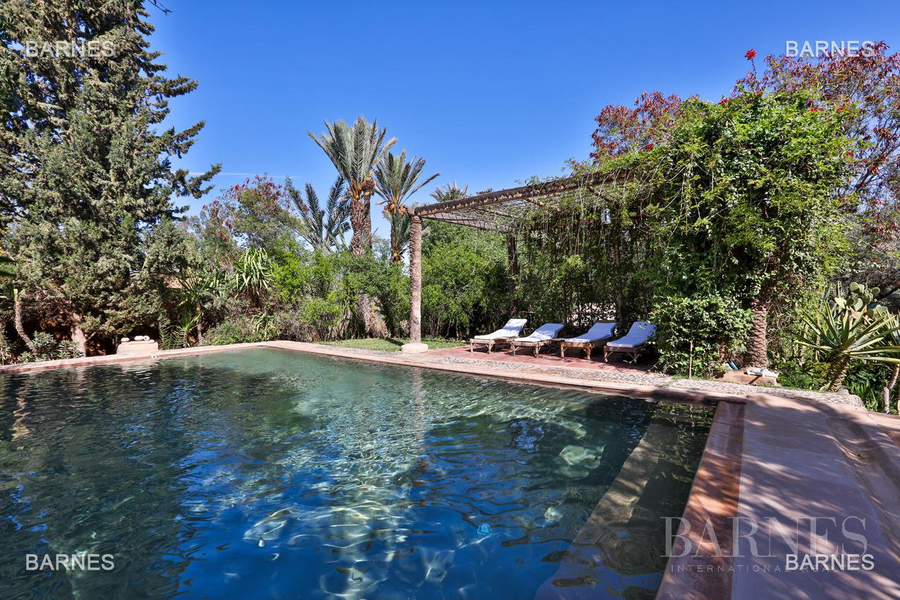 Very beautiful property of Moorish style with great opening implanted in an oasis of 2 hectares, combining comfort and style, 6 rooms and 2 swimming pool. picture 13