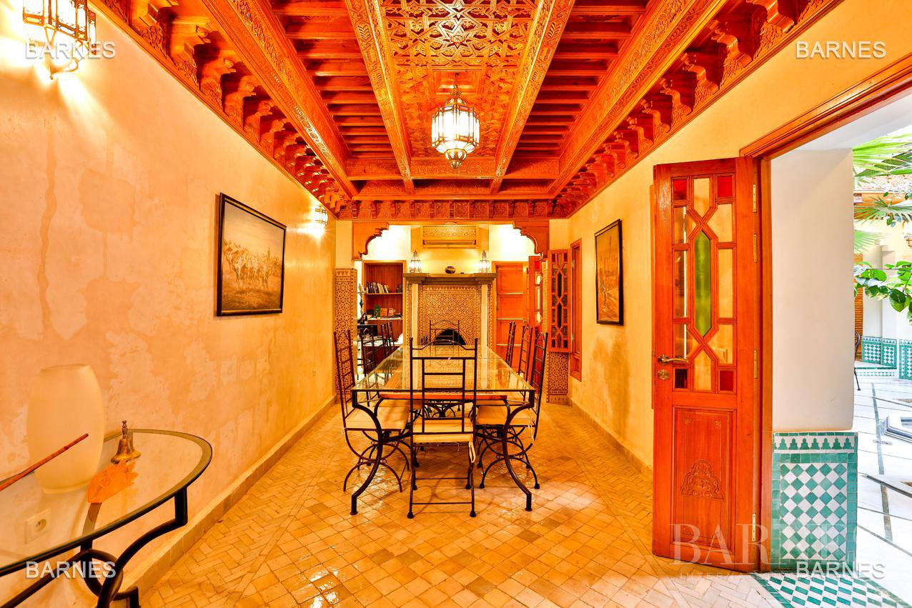 Riad , 6 suites, 6 baths, living room, fireplace , dining room , large pool , jacuzzi , patio, terrace, elevator. picture 4