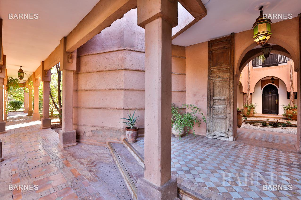 Tres Belle Property located in the Palmeraie on a well planted one hectare park. Villa Moroccan architectural style used in guest house , 12 bedrooms ... picture 18