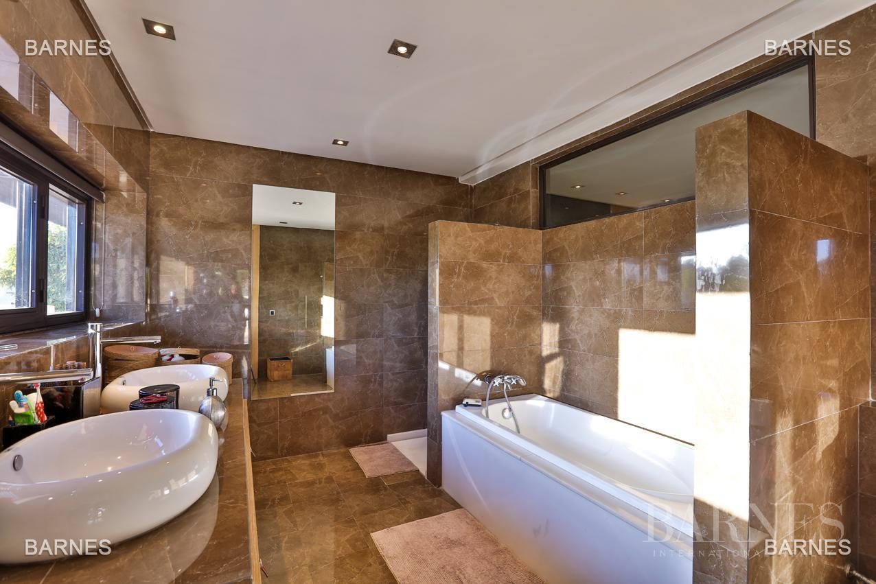 Très belle villa de style contemporaine sur un terrain de 1.000 m² picture 14